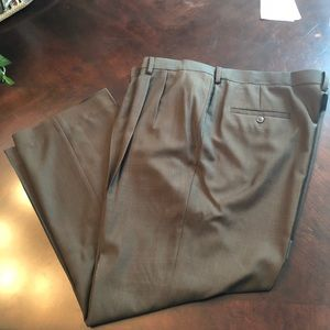 Haggar brown pleated slacks 42x29/30